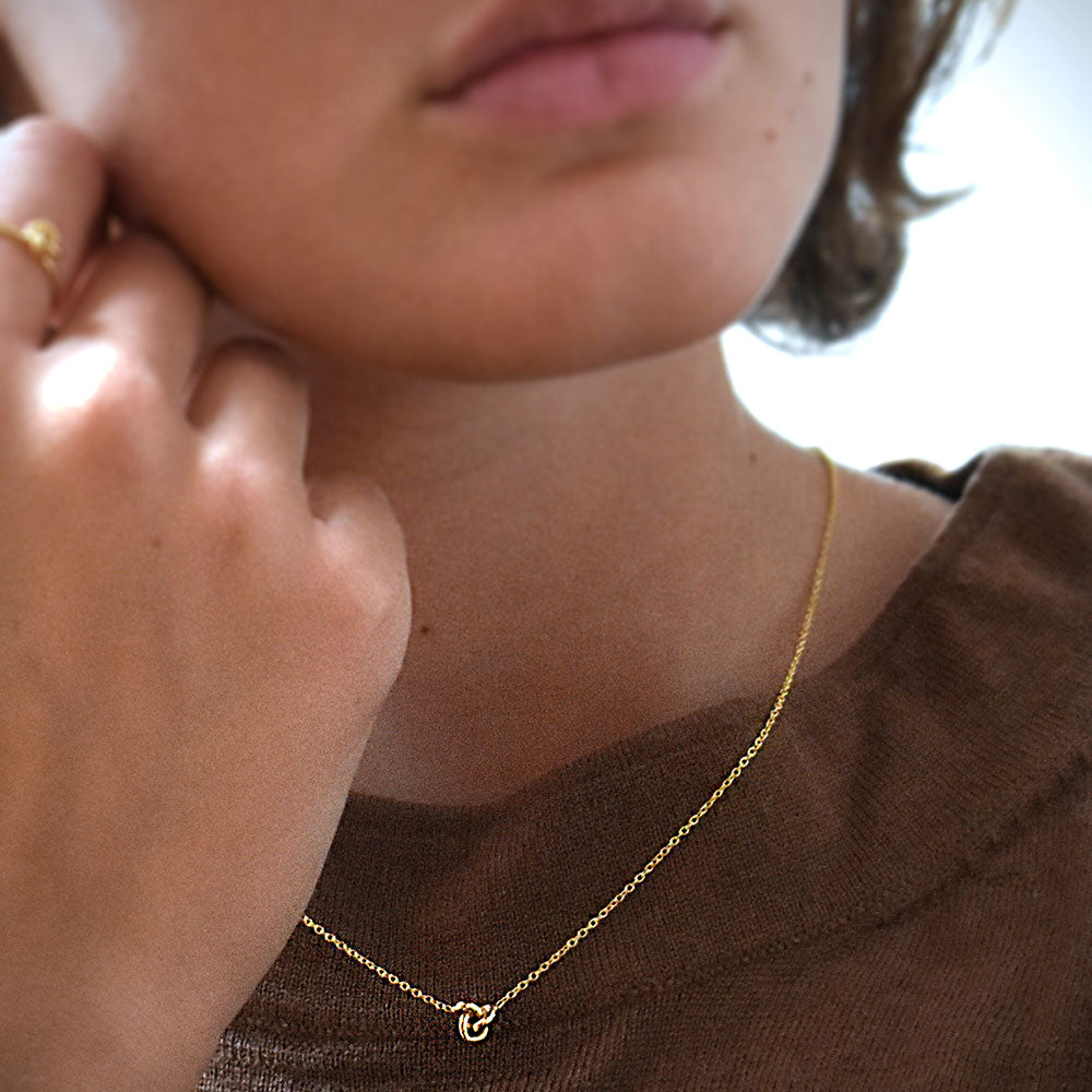 Le knot drop necklace gold