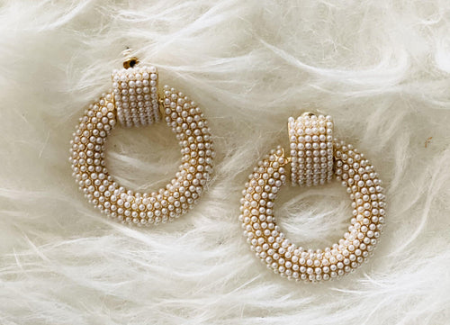PEARL HOOP EARRINGS - elbie boutique, LLC