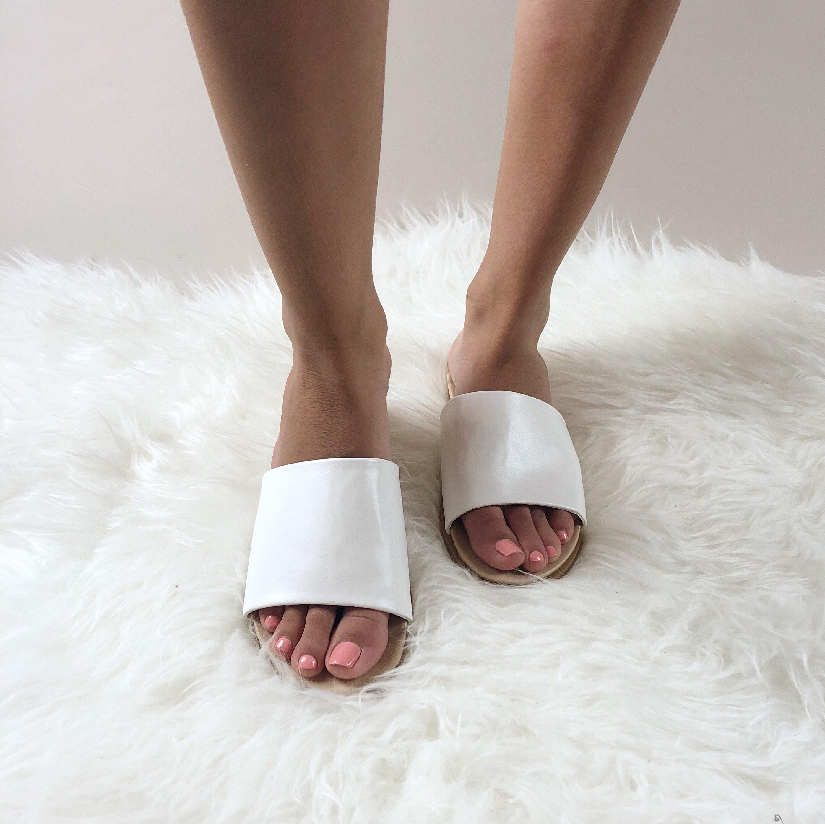 SERENA SLIDES - elbie boutique, LLC