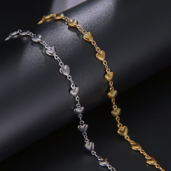 Waterproof and hypoallergenic gold heart chain bracelet