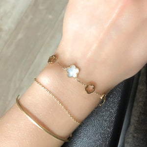 Gold flower chain bracelet on a woman's wrist