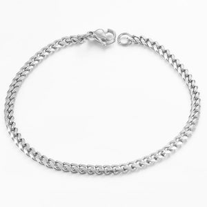 Silver Cuban link chain bracelet detailed display