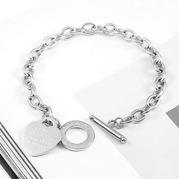 Silver love heart chain bracelet close up details