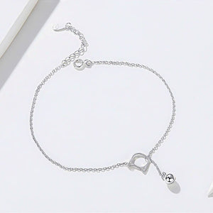 Details of the silver cat ankle bracelet
