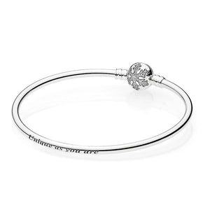 Sterling silver snowflake bangle bracelet details