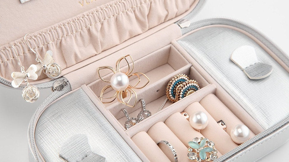 8 Tips To Take Care Of Your Jewellery While Travelling