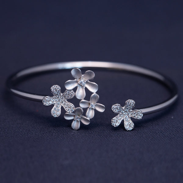 Floral Shaped Adjustable Bracelet