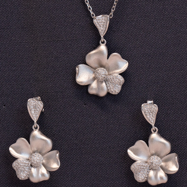 Zilverine Cute Flower Pendant and Earrings