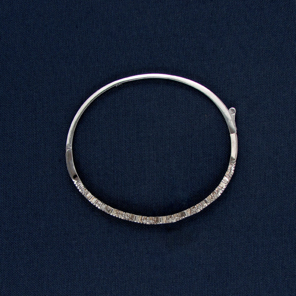 Silver Bracelet with a Zigzag Pattern