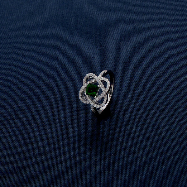 Clover-Shaped Silver Ring with Green Gem Inlay