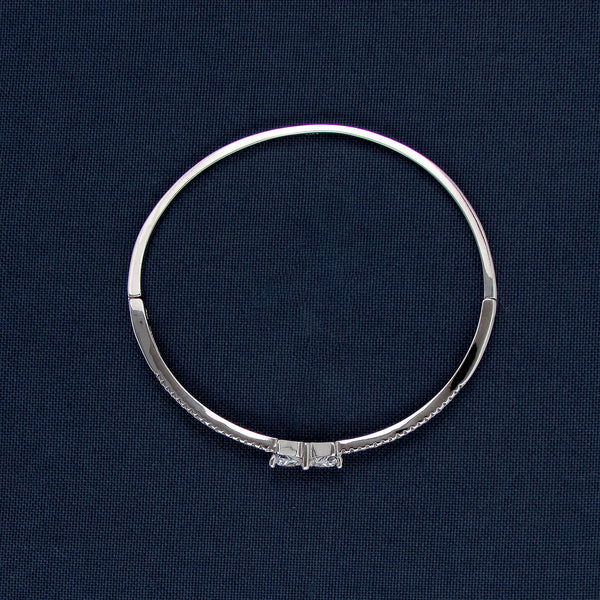 Silver Bracelet with a Ribbon Design Center