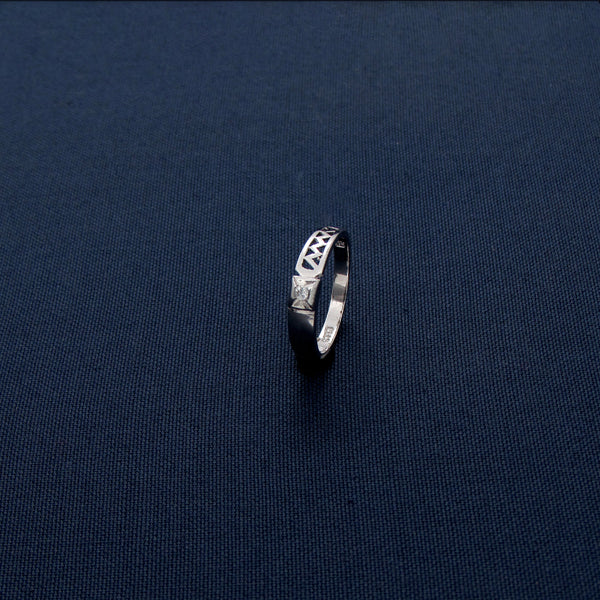 Modern Silver Ring with a Zigzag Pattern