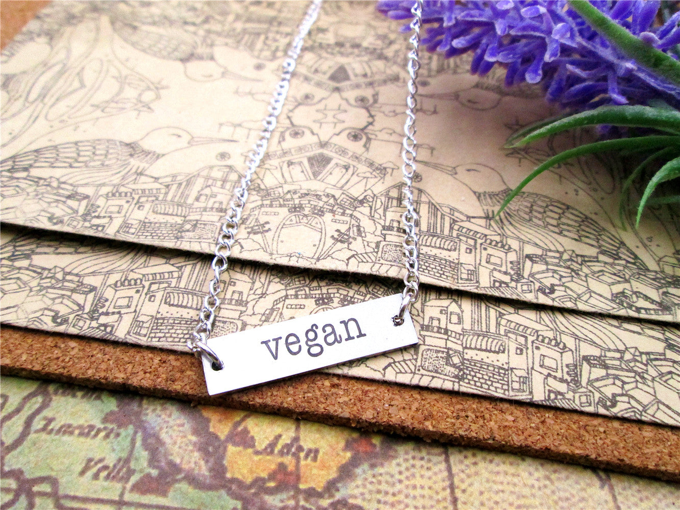 "Chic Unisex Pendant Necklace with ""Vegan"" Engraving"