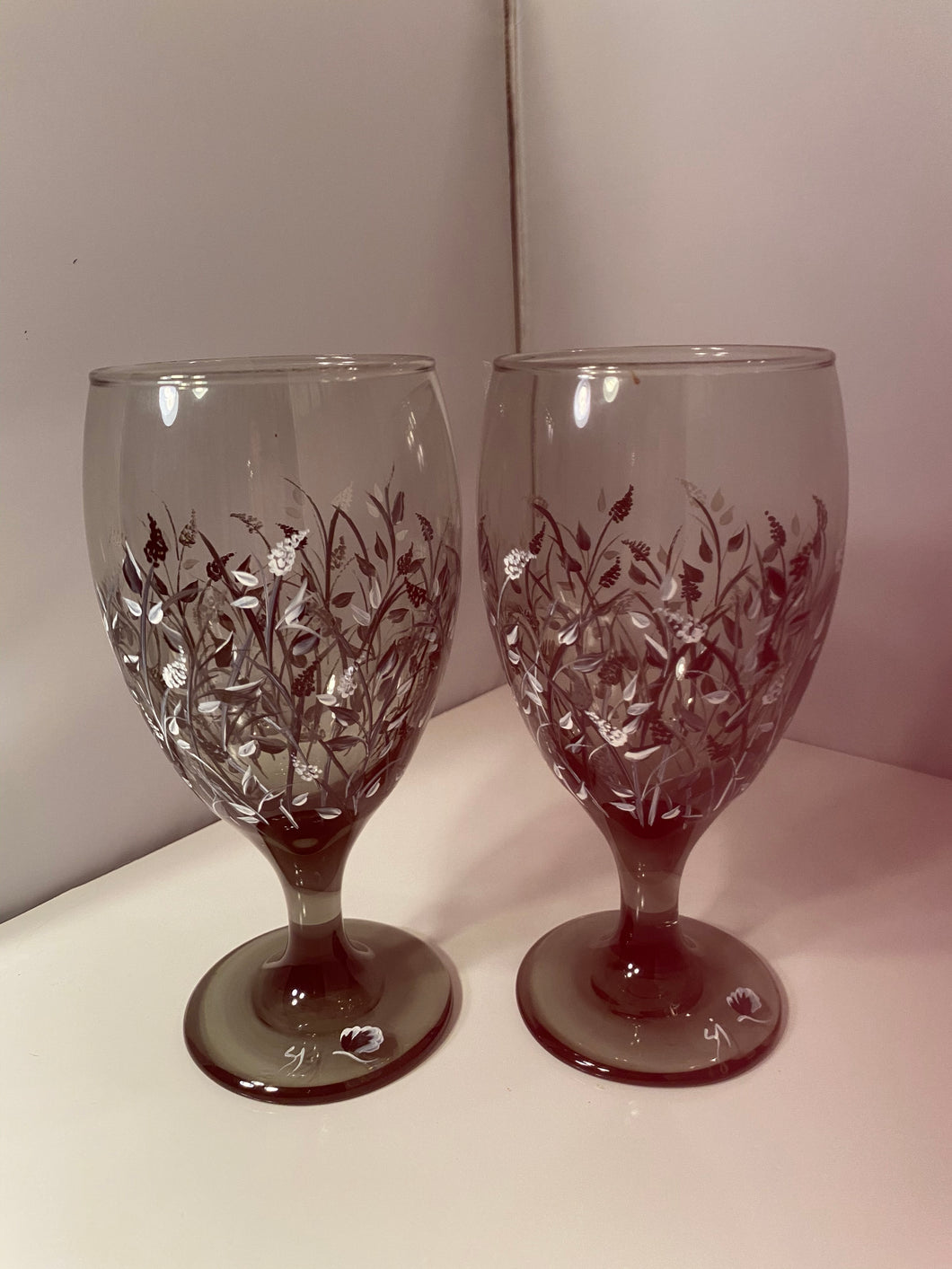 Hand Painted Smokey Gray Wine Glasses. Gray and Black Water Goblet. Painted Gray Glass Wine or Water Glass.
