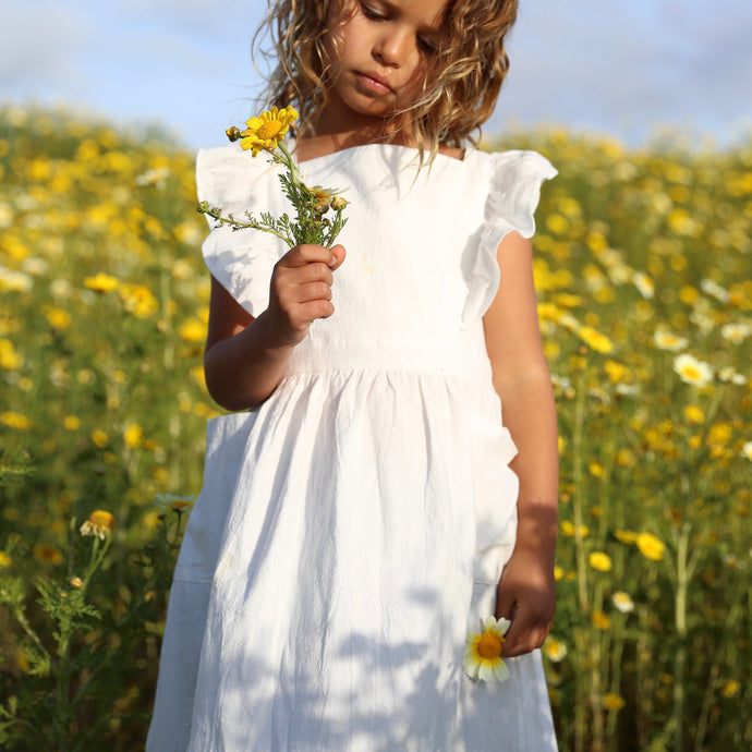 Little Girl || Ruffle Dress in White