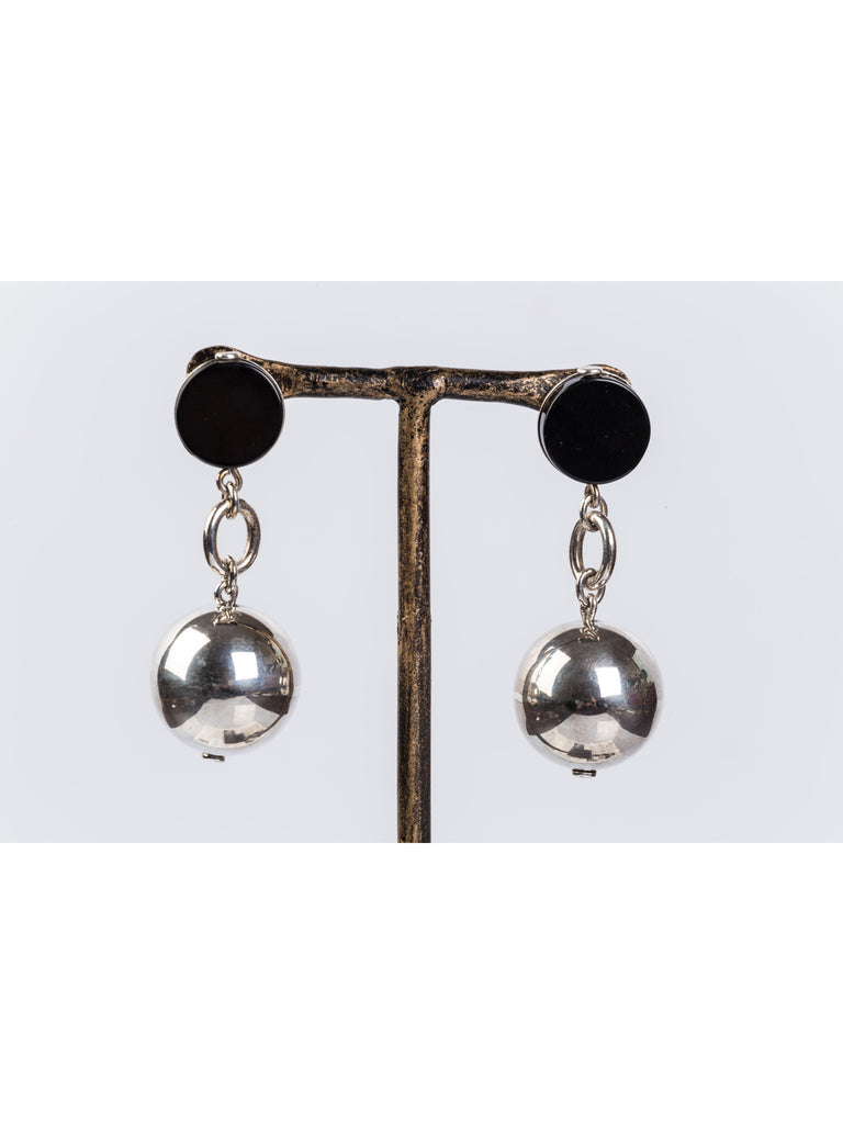 APRIY, Sterling Silver and Onyx Classic Chain Globe Earring