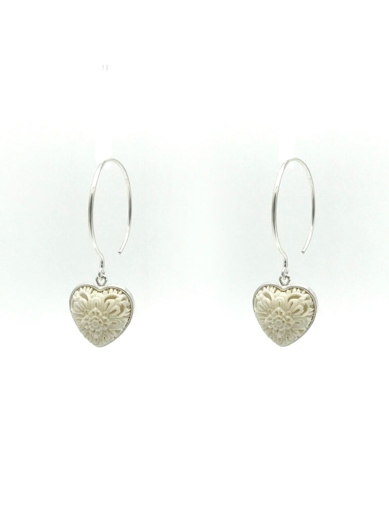 A-COMMENT, Micro Carved Heart Earring
