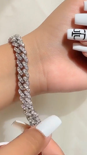 Crystal Cuban Link  Bracelet   10mm  This Bracelet measures 7in  ( Please measure wrist before purchasing/ all sales are FINAL )  High Grade AAAAA Cz (Simulated diamonds)  14k Gold Plated  Extremely high quality Brass ( Please keep away from water and fragrances to maintain shine )  Each Anklet Sold Separately.