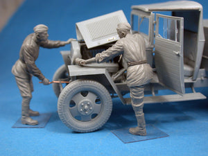 1/35 Red Army Drivers - Hobby Sense