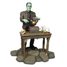 1/9 The Munsters: Herman Munster Figure w/Base