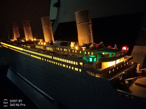 1/200 Titanic with LED