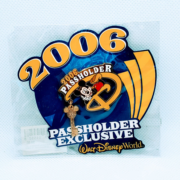 Passholder 2006 Mickey Mouse Pin