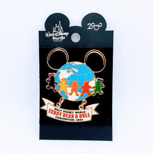Teddy Bear & Doll Convention 2000 Pin