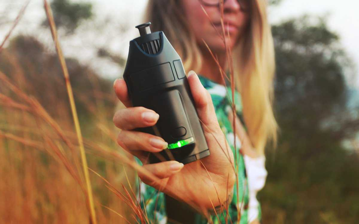 Ghost Mv1 Vaporizer in hand