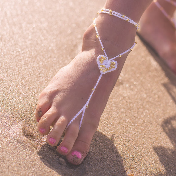 Baby girl beaded heart barefoot sandals in white and gold