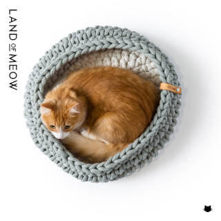 Land of Meow - Cat Basket with Cat