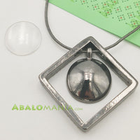 Colgante rombo / Color plata antigua / 45mm x 45mm / (Incluye picado y cadena)