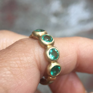 Porch Skimmer Band with 4 mm emeralds