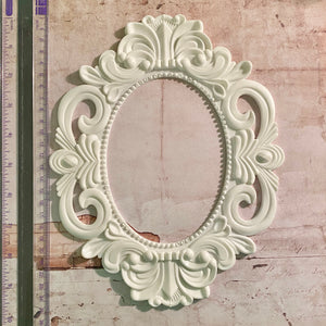 Large Oval Ornate Frame [Forever On Time Kit]