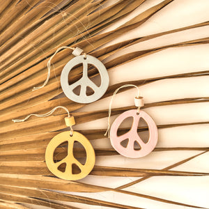 Hanging peace sign by Eloeil