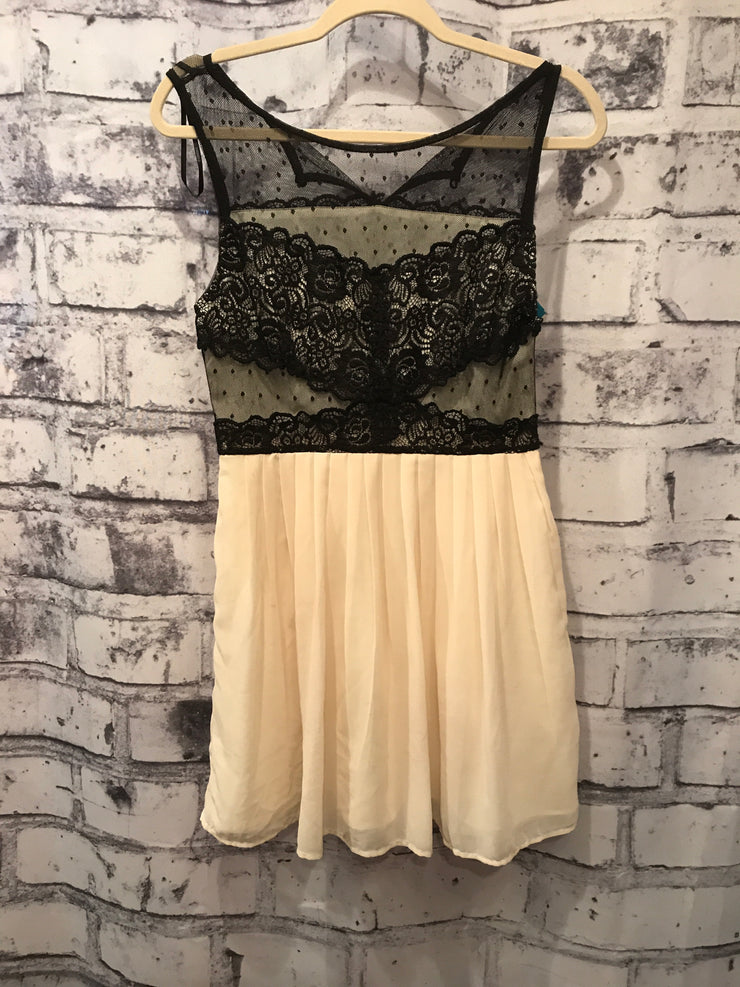 IVORY/BLACK SHORT DRESS