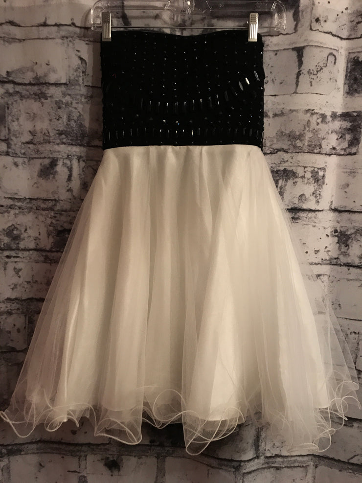 BLACK/WHITE POOFY DRESS