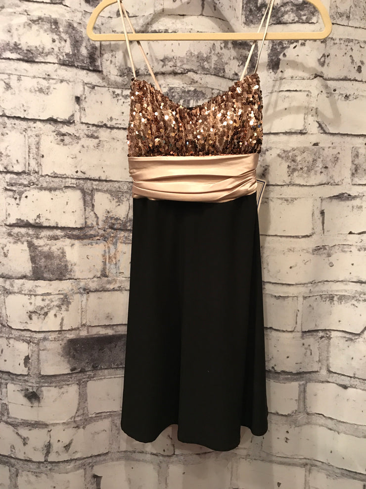 BLACK/GOLD SHORT DRESS (NEW)