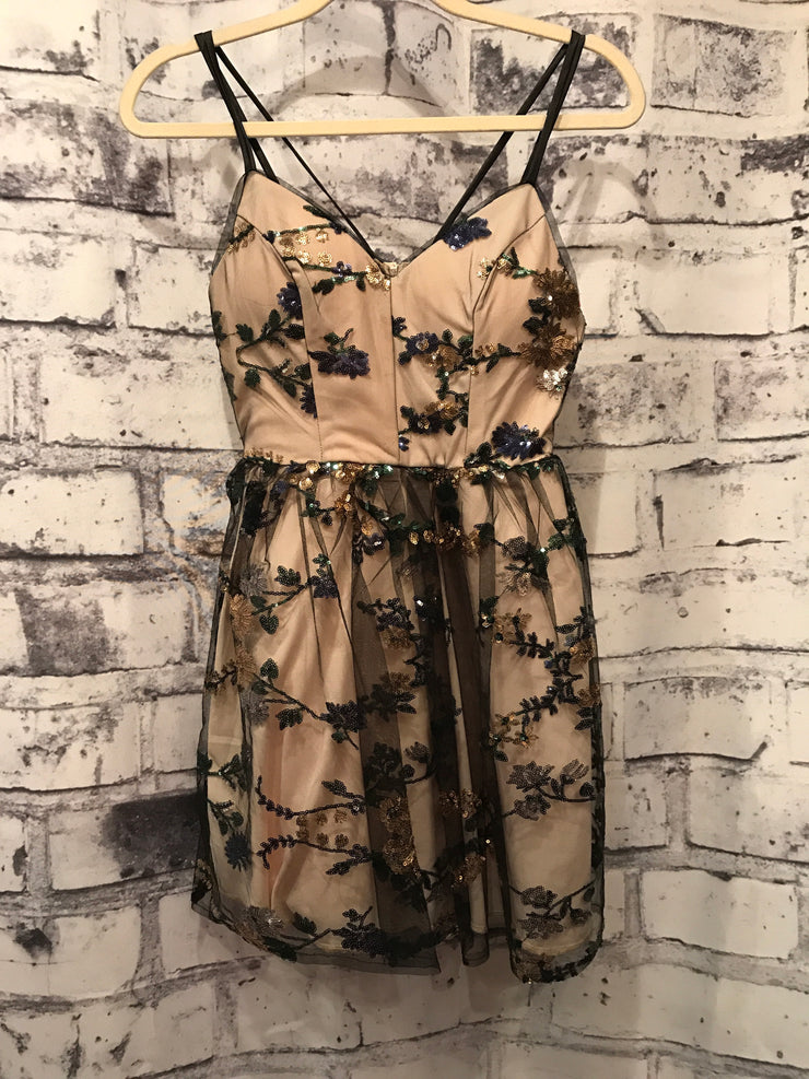 BLACK/TAN SHORT DRESS (NEW)