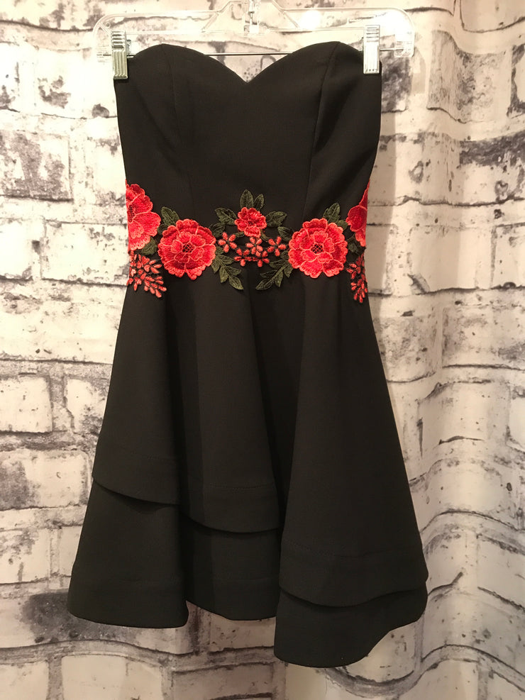 BLACK/FLORAL SHORT DRESS
