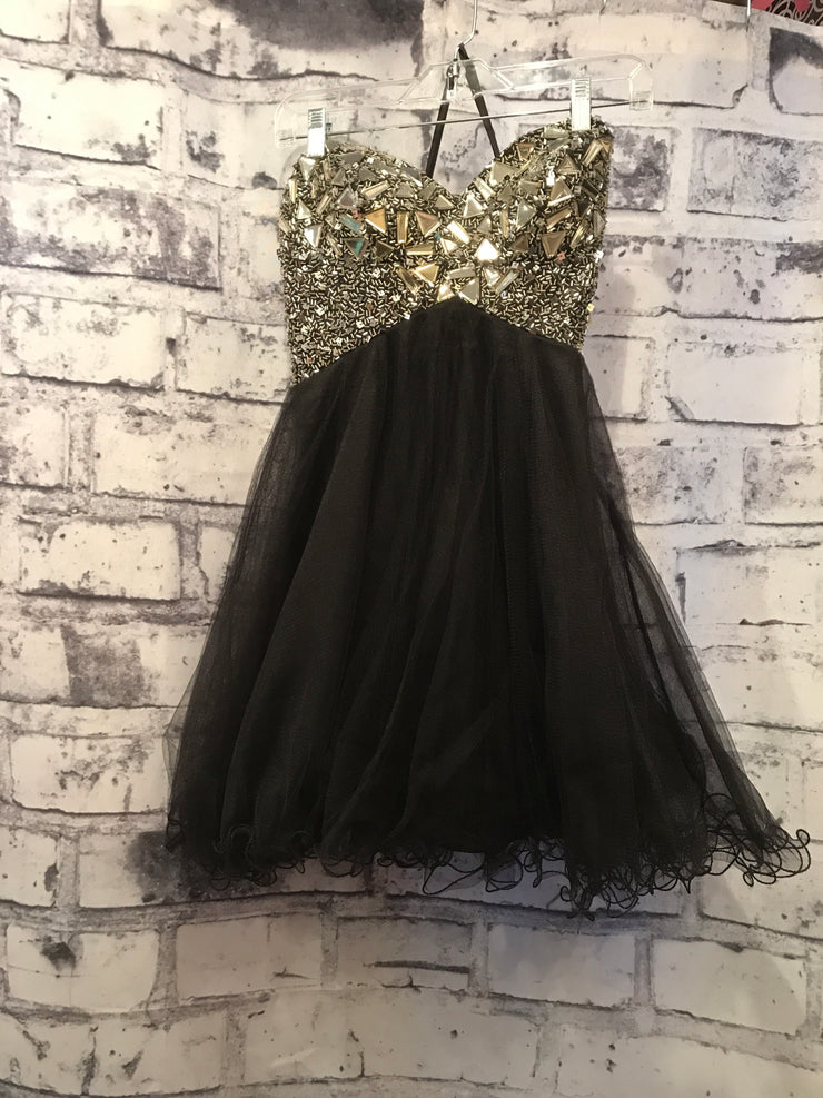 BLACK/SILVER POOFY SHORT DRESS (NEW)