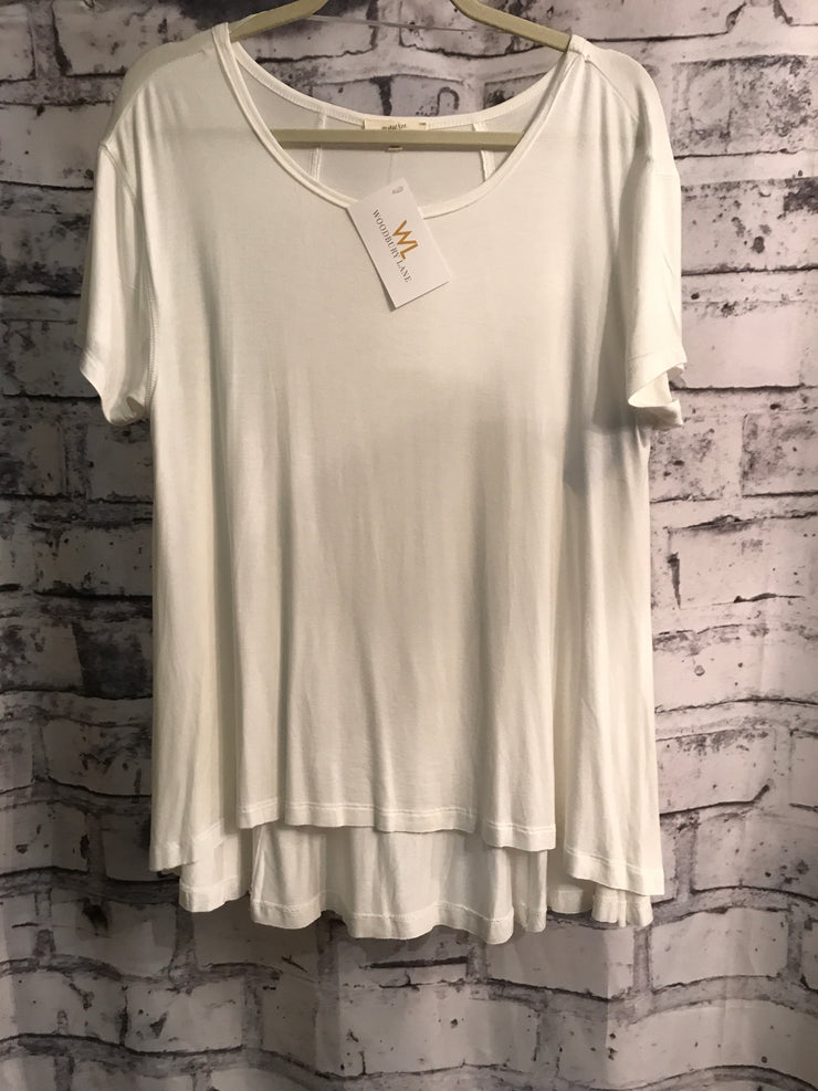 NEW-WHITE SHORT SLEEVE TOP$35