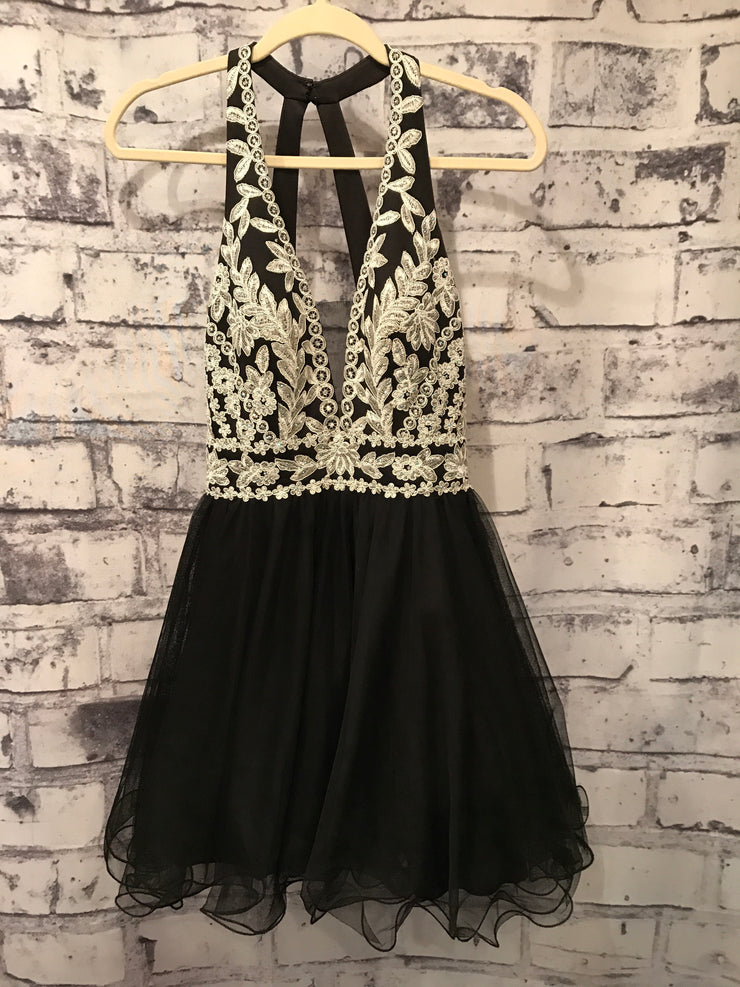 BLACK/WHITE SHORT POOFY DRESS