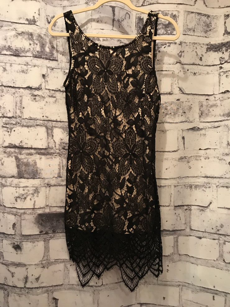 BLACK/TAN LACE SHORT DRESS