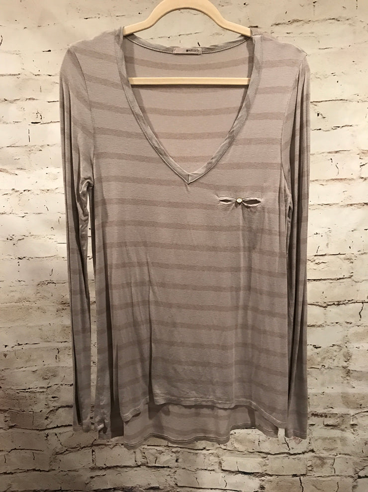 GRAY STRIPPED LONG SLEEVE TOP