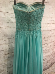 LT. GREEN LONG EVENING GOWN