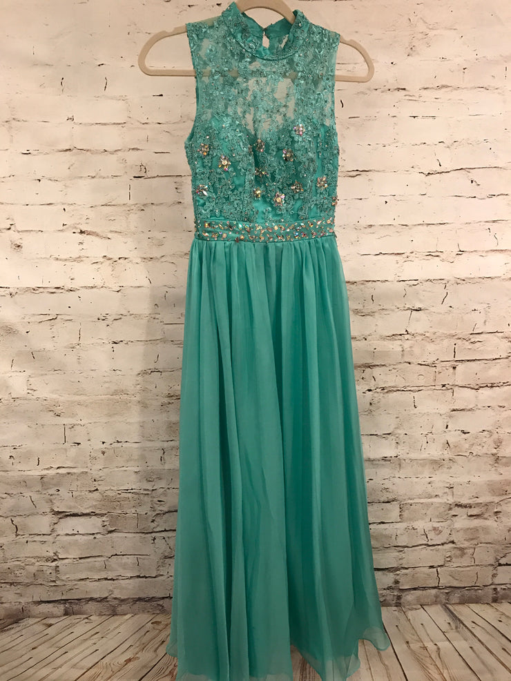 LIGHT GREEN LONG EVENING GOWN