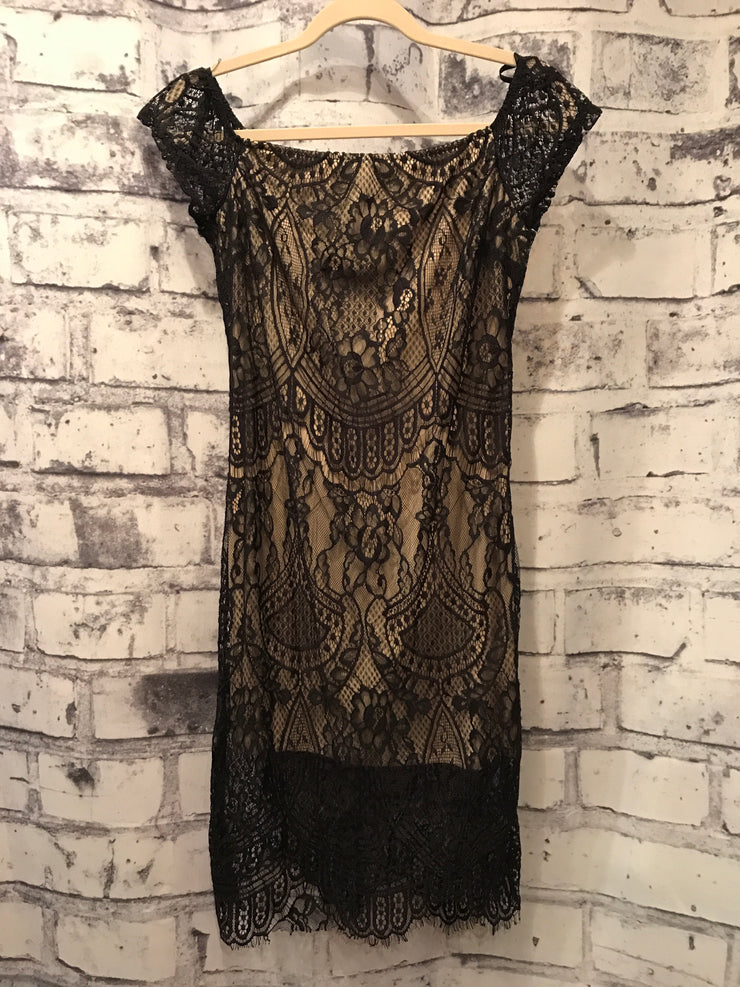 BLACK/NUDE LACE SHORT DRESS