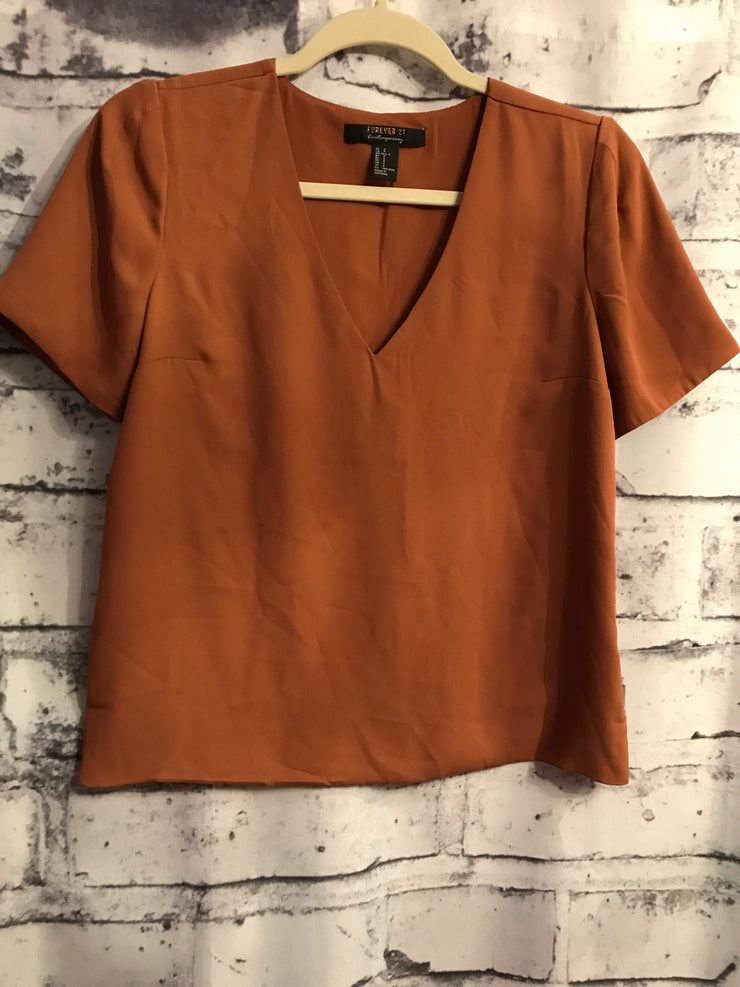 RUST SHORT SLEEVE TOP