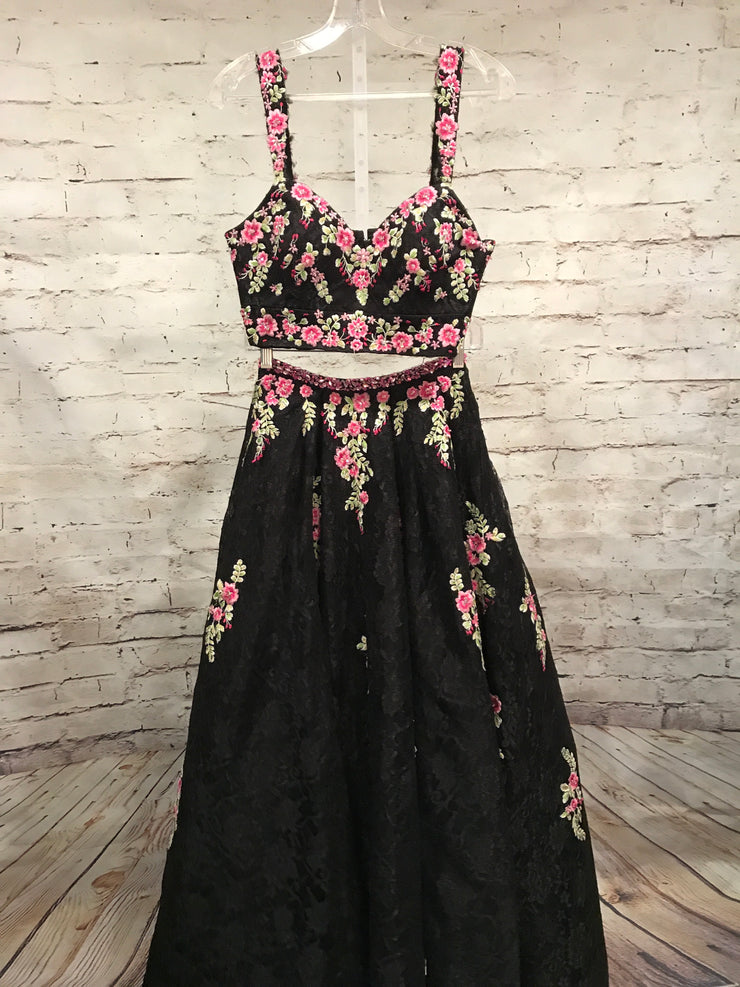 BLACK FLORAL 2 PC. PRINCESS