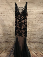 BLACK LACE MERMAID GOWN